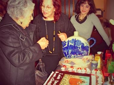 A grande anfitriã, Fátima Matos, recebeu a escritora e todos os convidados com chá de amor.