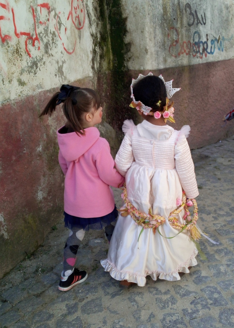 princesa de boneca na mão